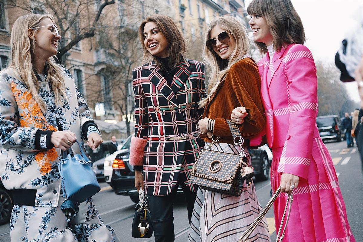 Abbigliamento femminile di moda sempre aggiornate e di tendenza